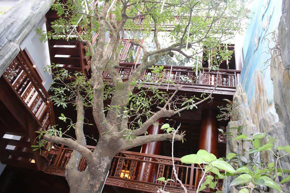 """Choáng ngợp trước căn nhà 5 tầng làm hoàn toàn bằng gỗ quý """"độc nhất vô nhị"""" ở Hà Tĩnh - 6"""