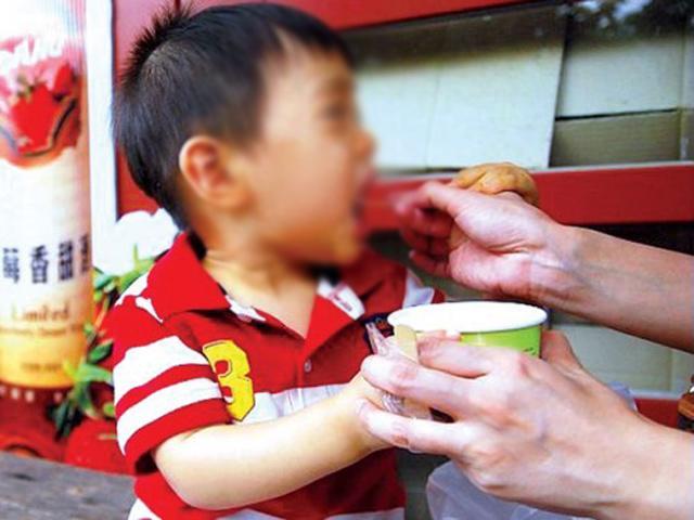 Bé 11 tháng tuổi đang khỏe mạnh đột ngột tử vong vì ăn thứ nhiều trẻ nhỏ đều thích