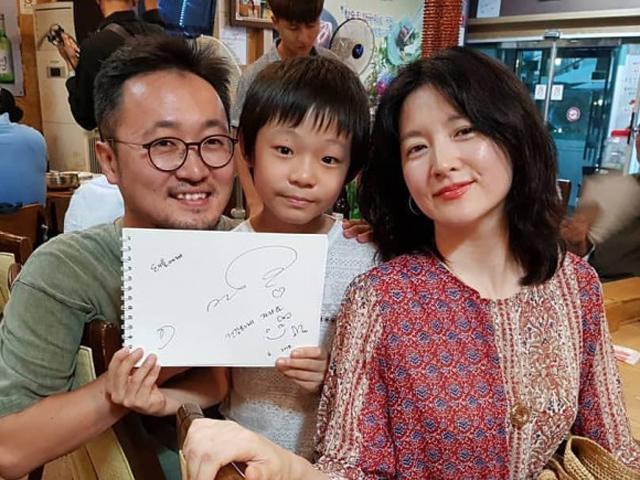 Sau 13 năm tái xuất, báu vật hoàng cung Lee Young Ae vẫn ngọt ngào khiến fan xao xuyến