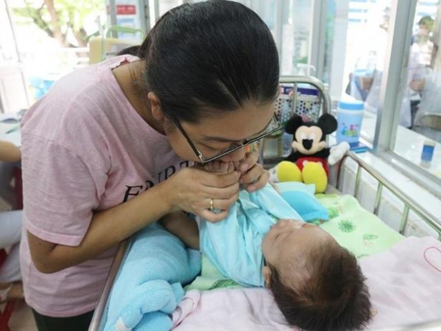 Bé sơ sinh ho liên tục, đi khám mới biết bị bệnh hiếm chỉ 40 người trên thế giới mắc
