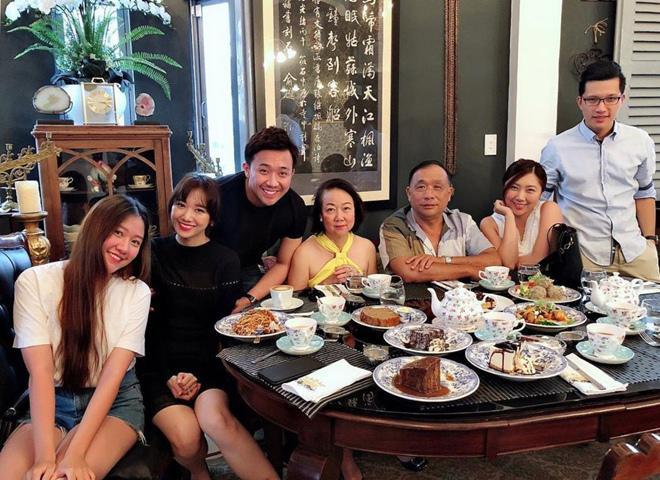 Hari Won làm chị em ghen tị: amp;#34;Bố chồng nấu ăn siêu ngon, em chưa bao giờ nấu một bữa!amp;#34; - 4