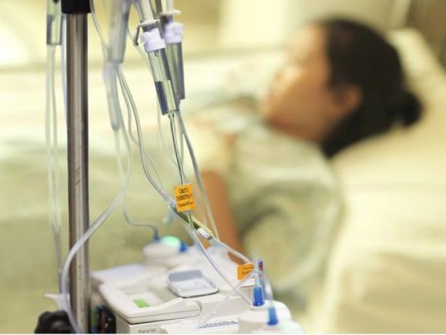 Cô bé 11 tuổi bị ung thư vú, cảnh báo dấu hiệu cần phải cho trẻ đến viện khám gấp