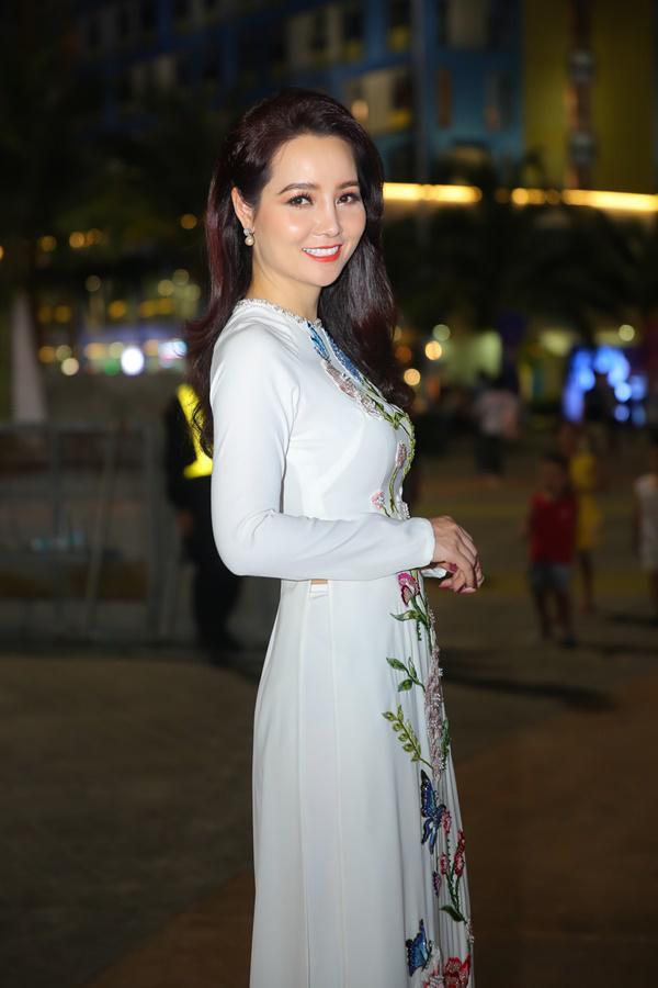 """mai thu huyen dinh nghi van thoat khong khoi cam do """"dao keo"""" khi lo mui xieu veo - 3"""