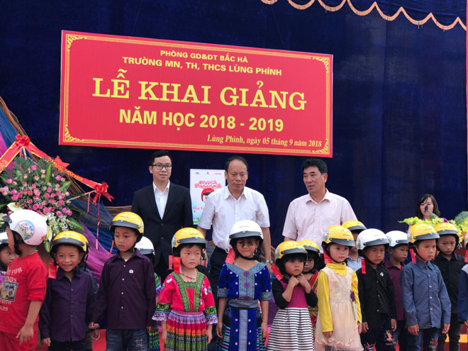 le phat dong trao tang mu bao hiem cho hoc sinh lop 1 nam hoc 2018 - 2019 - 5