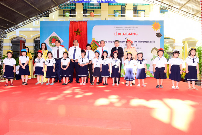 le phat dong trao tang mu bao hiem cho hoc sinh lop 1 nam hoc 2018 - 2019 - 3
