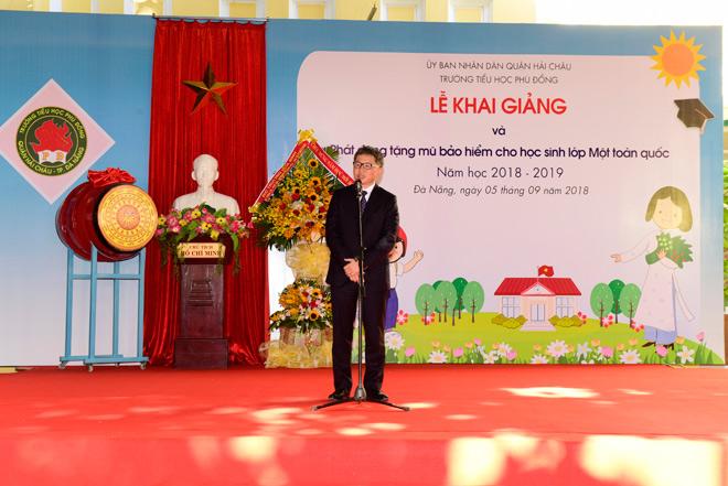 le phat dong trao tang mu bao hiem cho hoc sinh lop 1 nam hoc 2018 - 2019 - 6