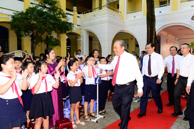 le phat dong trao tang mu bao hiem cho hoc sinh lop 1 nam hoc 2018 - 2019 - 2