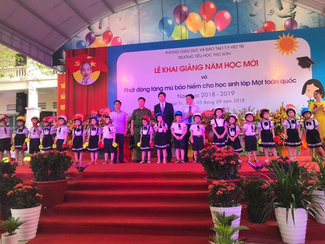le phat dong trao tang mu bao hiem cho hoc sinh lop 1 nam hoc 2018 - 2019 - 4