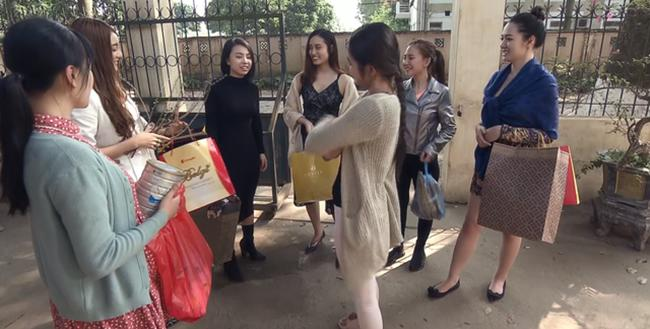 """doi khong nhu phim: hoa hau ban dam an """"gach da"""", dan """"gai nganh"""" quynh bup be duoc cam thong - 5"""