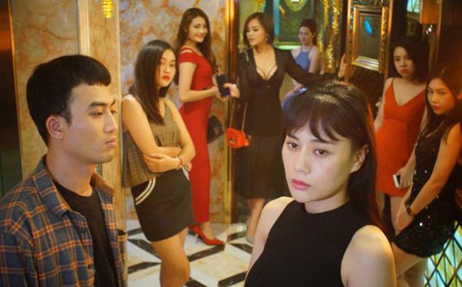 """doi khong nhu phim: hoa hau ban dam an """"gach da"""", dan """"gai nganh"""" quynh bup be duoc cam thong - 2"""