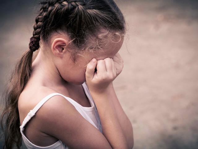 Cha mẹ sóc nạng khi con gái 4 tuỏi có kinh nguyẹt, 5 tuoi man kinh