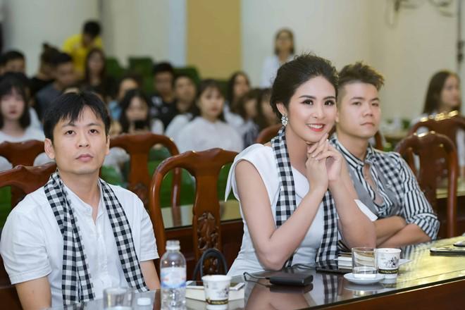 "hoa hau ngoc han: ""toi luong het duoc nhung gi se dien ra voi tieu vy"" - 3"