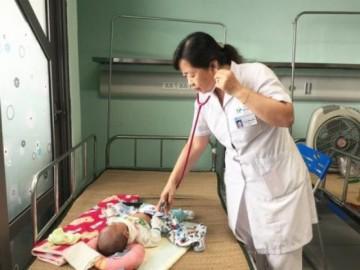 Nhiều trẻ nhập viện vì nhiễm virus lạ, không có thuốc điều trị, triệu chứng giống như cảm sốt
