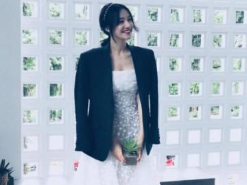 """Chia sẻ khoảnh khắc Nhã Phương mặc váy cưới, chị gái nhắn nhủ: """"Em sẽ là cô dâu đẹp nhất"""""""