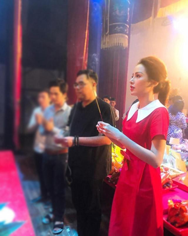 "khang dinh khong ""dao keo"", sao bay gio nang hoa hau nay lai giong... phi nhung nhu vay? - 6"