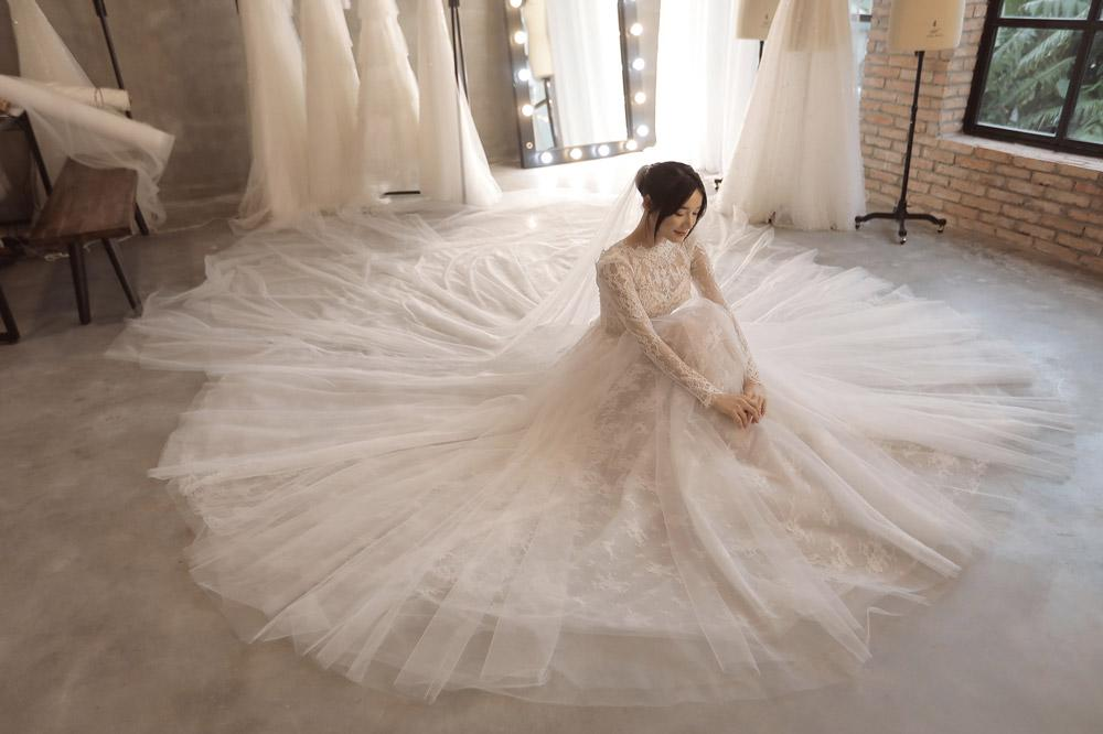 Những điều chưa tiết lộ về váy cưới Nhã Phương: Cô dâu hạnh phúc nhất là đây!