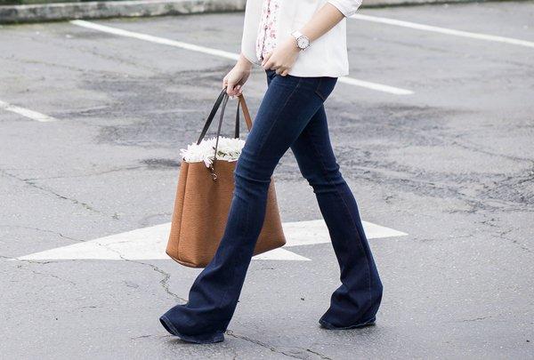 doi pho voi mua giong sai gon bang quan jeans, chi em can than keo hoa tham hoa thoi trang - 10