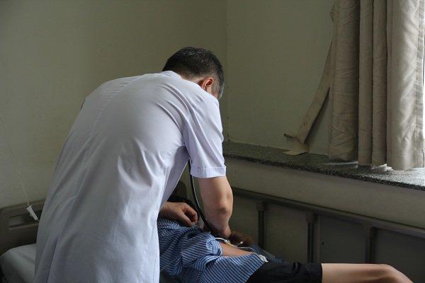Bé trai 13 tuổi mắc bệnh tiểu đường, BS chỉ rõ những dấu hiệu cần phải đến viện ngay - Ảnh minh hoạ 3