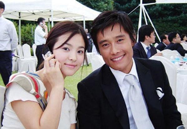 """pham bang bang - song hye kyo: su giong nhau ky la cua 2 """"chi dai"""" bang tuoi - 16"""