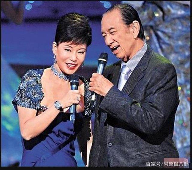 nu ty phu hong kong: nhin vo hai, vo tu cua chong dau da, am tham doi thoi co - 6