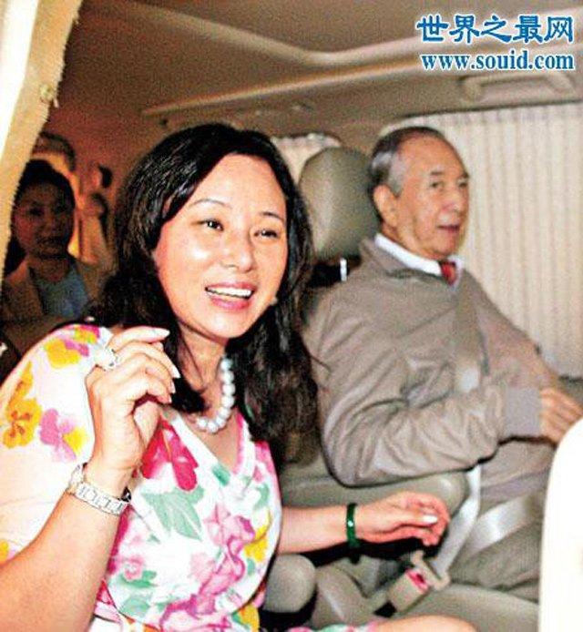 nu ty phu hong kong: nhin vo hai, vo tu cua chong dau da, am tham doi thoi co - 8