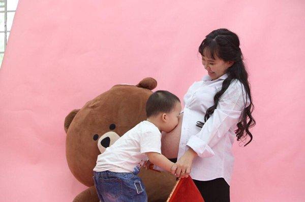 "me sg cao ""met ruoi"" mang bau 3 tu nhien, thang cuoi nam tren giuong cho chong thay bim - 3"