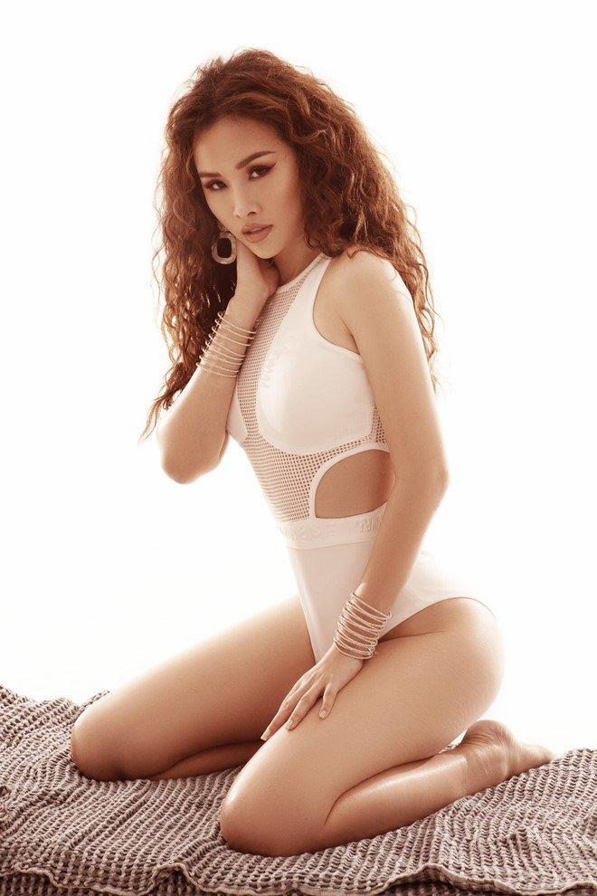 "a hau thanh trang khoe dang nong bong, ""dot mat"" phai manh voi bikini - 3"