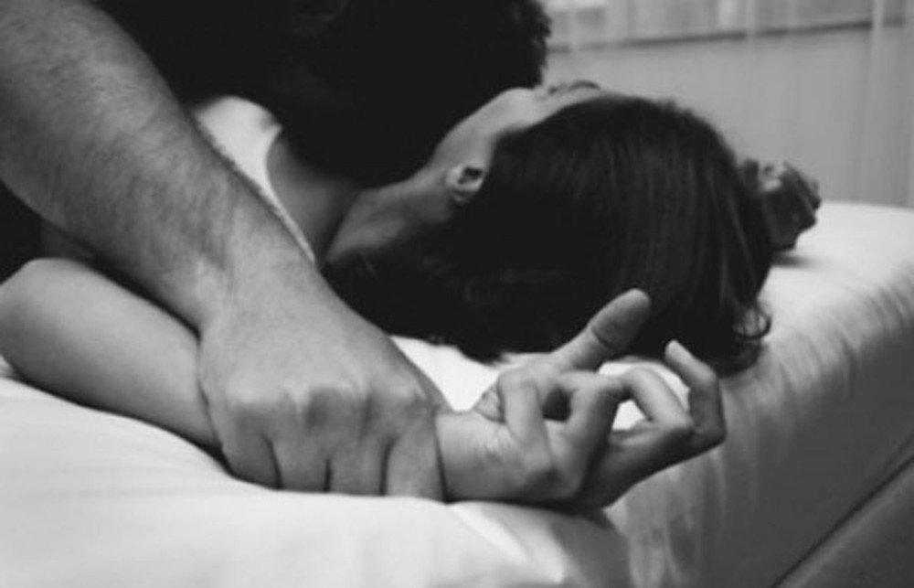 Sốc vì chồng nghiện tình dục ép vợ học lớp ''ân ái online