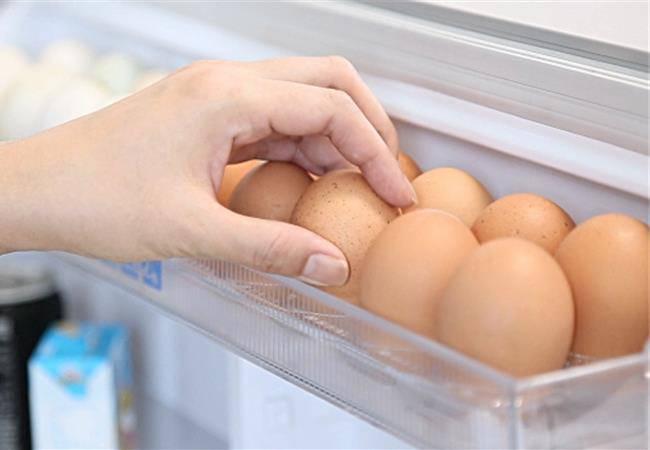 Bảo quản trứng trong tủ lạnh, nên để đầu to hay nhỏ lên trên?