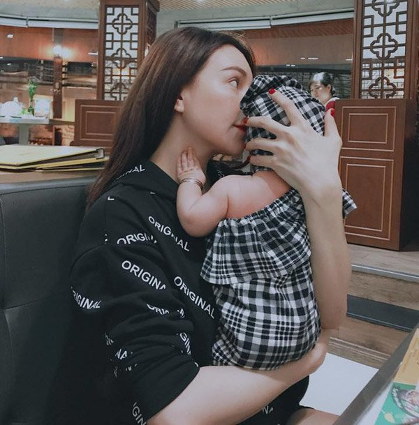 "my nu vong ba 1m17 lan dau mang bau bi ep bo, lan 2 ""giau giem"" sinh con mot minh - 7"