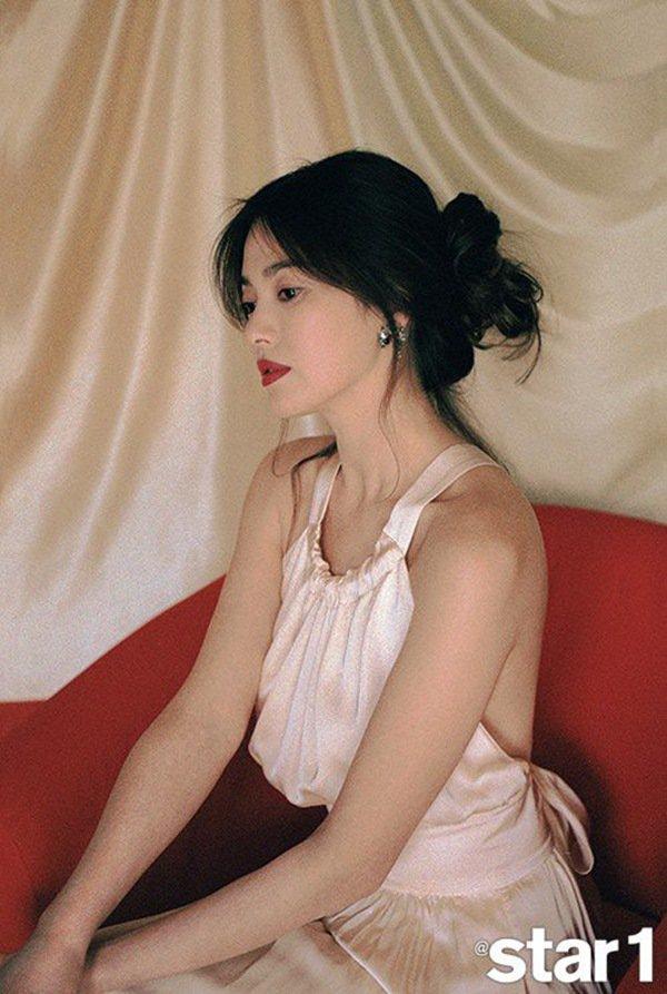 Hậu ly hôn, Song Hye Kyo lả lơi với váy 2 dây và phản ứng trái ngược của khán giả