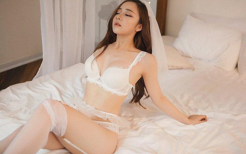 Hotgirl Nguyễn Thuỷ Tiên thường gây chú ý bằng những bộ ảnh bikini, nội y nóng bỏng hết cỡ. Trước đó, người đẹp 10X nổi tiếng nhờ khoảnh khắc ngủ gật giữa sân trường nên được chú ý trên mạng xã hội.