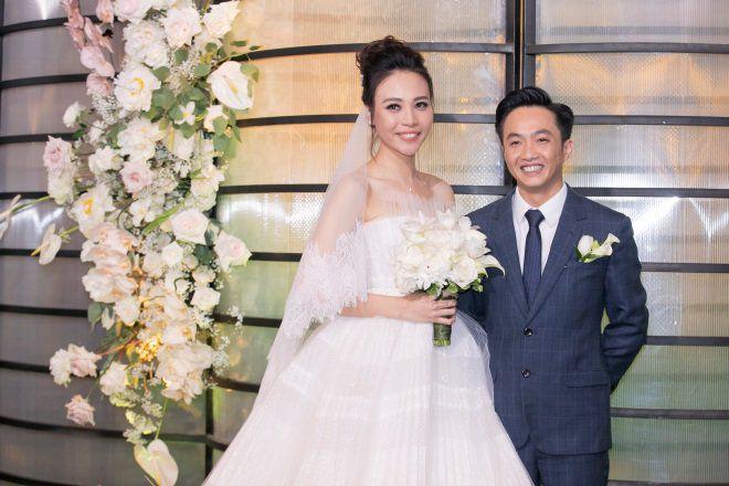Không chỉ tổ chức hoành tráng xa hoa, thực đơn đám cưới của Cường Đô La, Đàm Thu Trang cũng khiến thực khách được mời đến cũng phải kinh ngạc vì toàn các món sơn hào hải vị đắt tiền.
