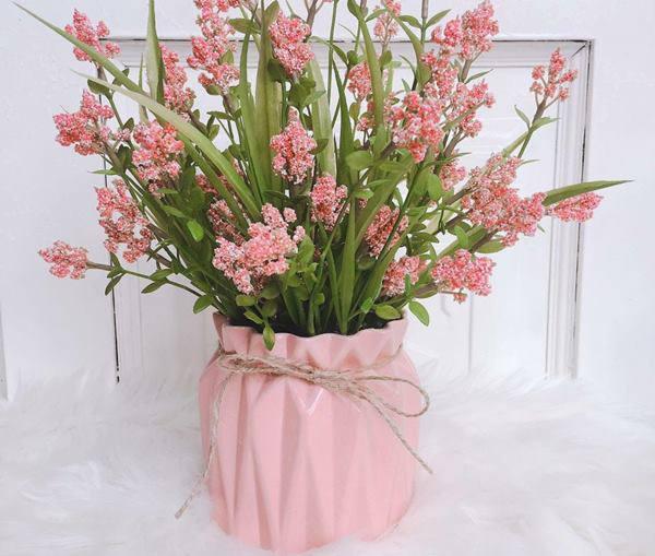 Những loại hoa đẹp không nên rước lên bàn thờ - 5