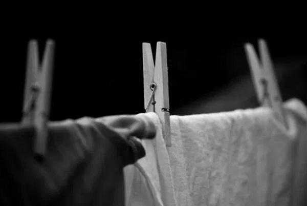 amp;#34;Té ngửaamp;#34; sự thật việc kiêng phơi quần áo ban đêm trong tháng cô hồn để không hút... âm khí - 1