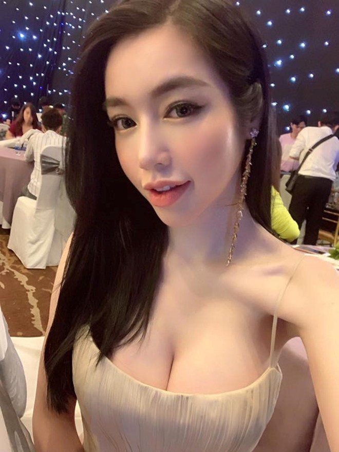 Bà mẹ gợi cảm bậc nhất showbiz Elly Trần lại trổ tài làm món