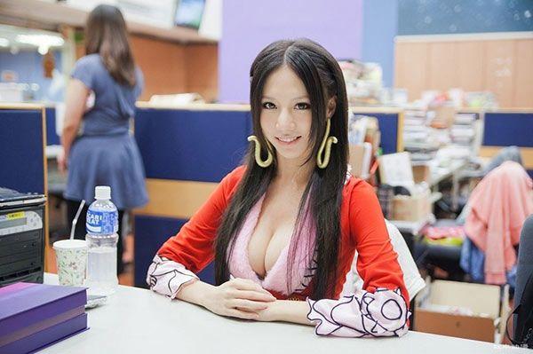 showgirl sieu vong 1 bau 9 thang tang 22kg, cam nin nhin chong tan cong tinh duc phu nu khac - 3