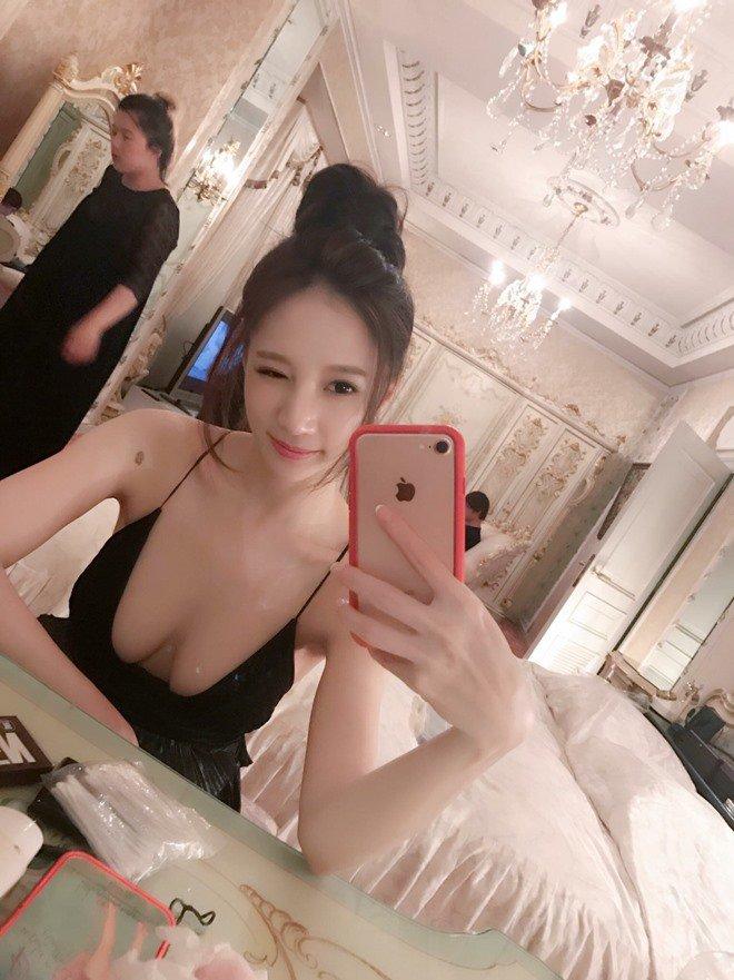 showgirl sieu vong 1 bau 9 thang tang 22kg, cam nin nhin chong tan cong tinh duc phu nu khac - 1