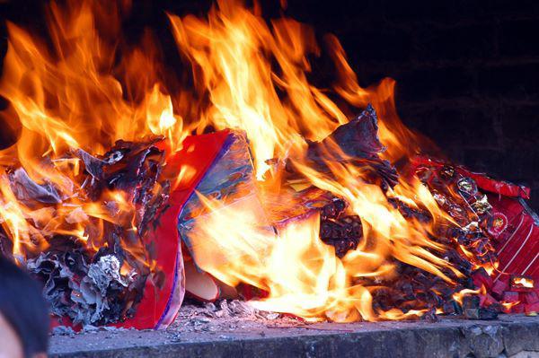 Sai lầm đốt vàng mã rằm tháng 7 nhà nào cũng mắc, phải bỏ ngay kẻo mang họa - 1
