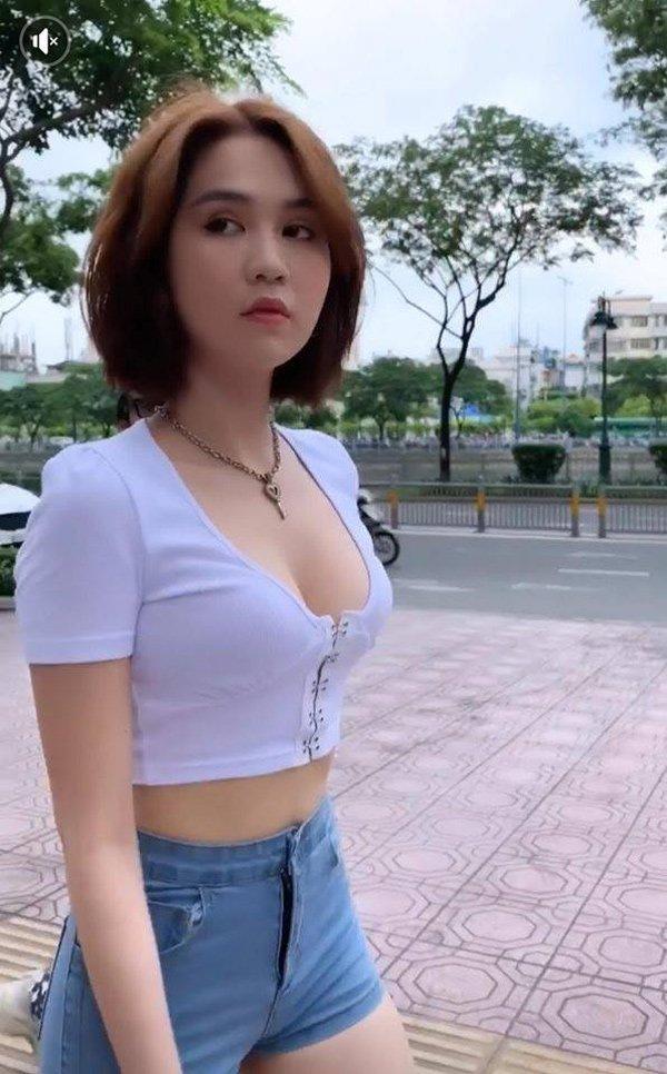 khong ai khac, ngoc trinh chinh la my nhan co vong 1 troi sut that thuong nhat vbiz - 1