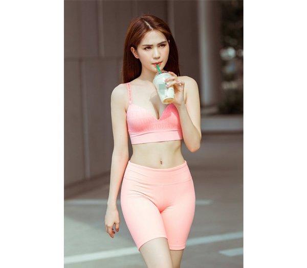 khong ai khac, ngoc trinh chinh la my nhan co vong 1 troi sut that thuong nhat vbiz - 11