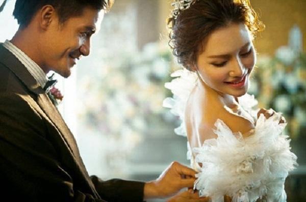 """Nhận thiệp cưới của chồng cũ sau 1 tháng ly hôn, vợ chỉ cười khẩy: """"Hãy đợi đấy!"""""""