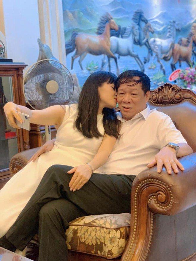 "sao viet 24h: ca si ""nha tram ty"" trang nhung lan dau duoc chong lech tuoi lam dieu lang man - 4"