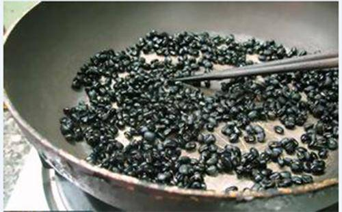 Bạn đã biết bí quyết nấu đậu đen đúng cách chống lão hóa, giúp U40 cũng trẻ như gái 20? - 5