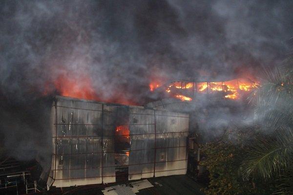 Thực hư nhiều người dân đi khám vì lo nhiễm độc thủy ngân sau vụ cháy công ty Rạng Đông