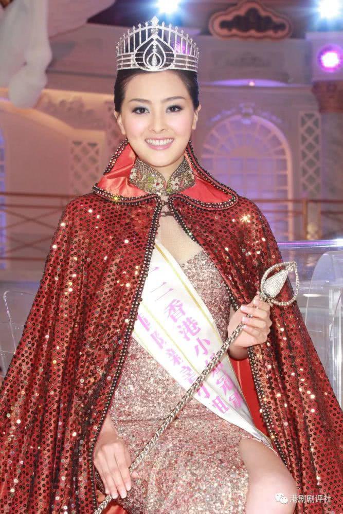 hoa hau hong kong 2012: tu nguoi dep nhieu thi phi toi me bim cuong con - 1