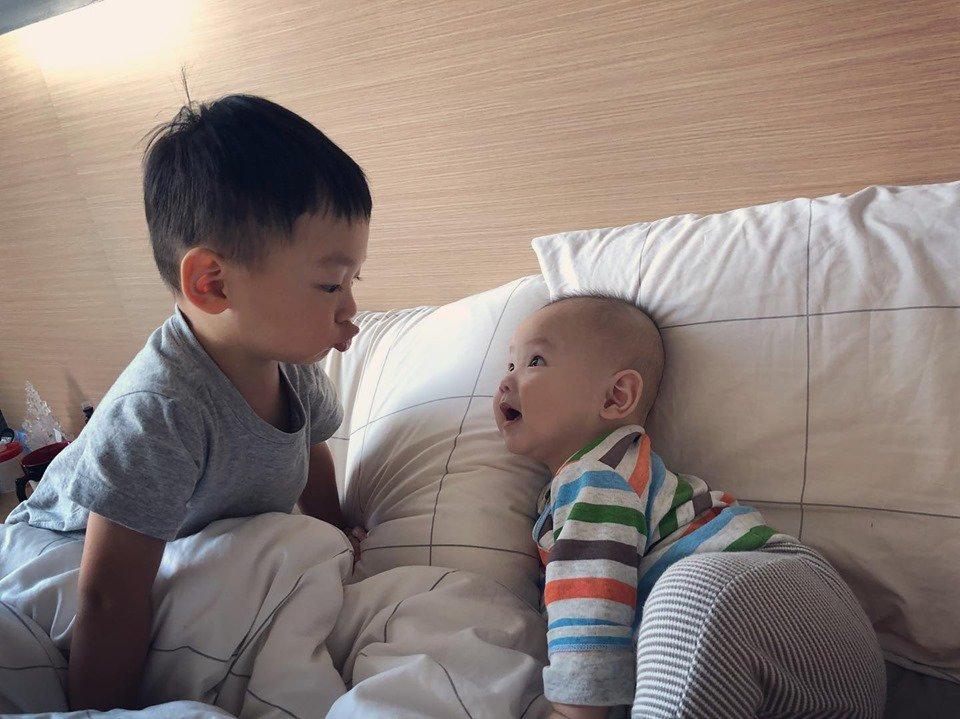 hoa hau hong kong 2012: tu nguoi dep nhieu thi phi toi me bim cuong con - 17