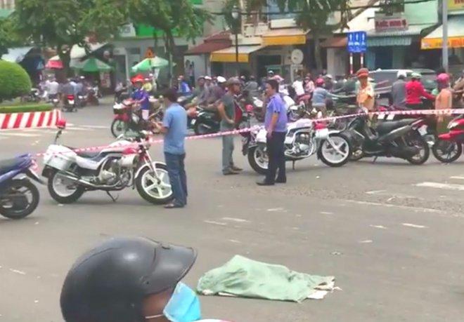 rung minh thi the thai nhi rot xuong duong, xe may can qua - 1