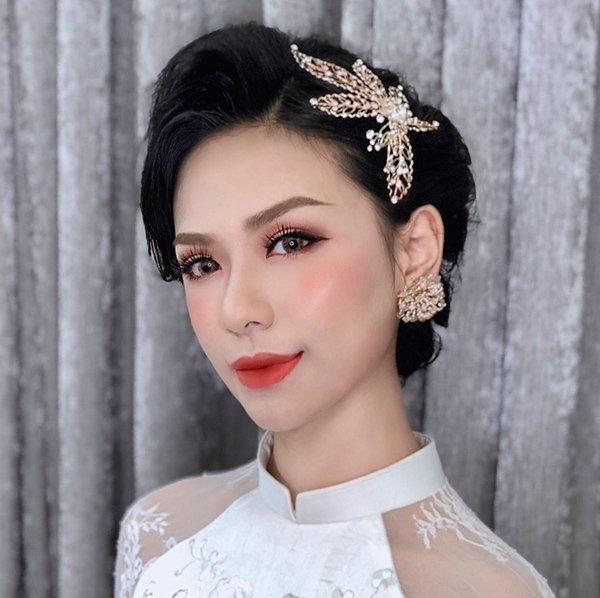 nhung phong cach trang diem co dau tu nhien hot nhat mua cuoi thu dong 2019 - 18