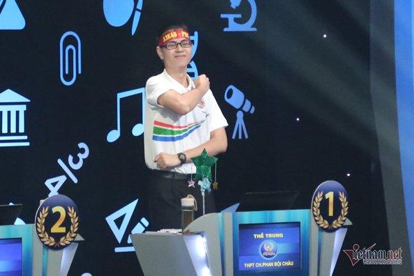 """chuyen tinh cua thi sinh olympia: tu doi thu thanh vo chong, bat ngo la don """"xin yeu chan thanh"""" - 1"""